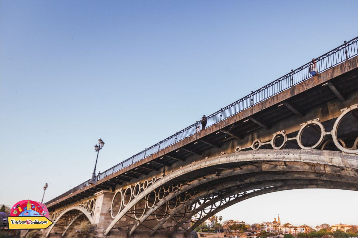 Puente de Triana en Sevilla, conocer el barrio.